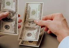 Venden dólar en $17.61 en promedio en el aeropuerto capitalino