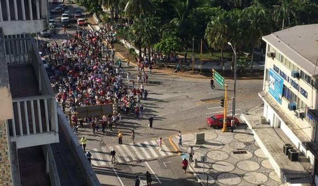 Colonos marchan en el centro de Veracruz