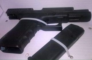 Mediante sistema de video vigilancia, Policía Naval detiene a sujetos con arma y vehículo robado