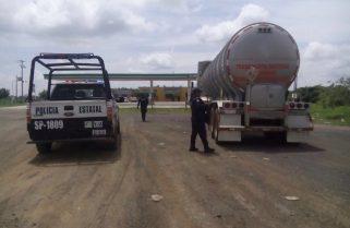 Asegura Policía Estatal tracto camión abandonado y remolque con placas sobre puestas