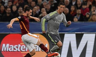 ROME, ITALY - FEBRUARY 17:  Alessandro Florenzi of AS Roma and Cristiano Ronaldo of Real Madrid CF in action during the UEFA Champions League Round of 16 First Leg match between AS Roma and Real Madrid CF at Stadio Olimpico on February 17, 2016 in Rome, Italy.  (Photo by Giuseppe Bellini/Getty Images)