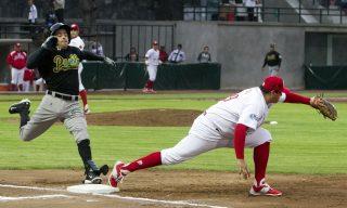 50422237. México, D.F.- Diablos Rojos de México se enfrentó a Pericos de Puebla, dentro de la Liga Mexicana de Béisbol, encuentro realizado en el estadio Fray Nano. NOTIMEX/FOTO/ ARIANA PÉREZ/APL/SPO/