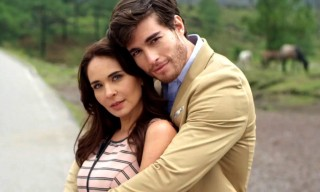 sinrastrodeti-adrianalouvier-danilocarrera-telenovelas-televisa-blim-1200x1200
